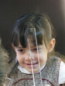 03 Que  es la Optometría comportamental  3 - Niña prismas